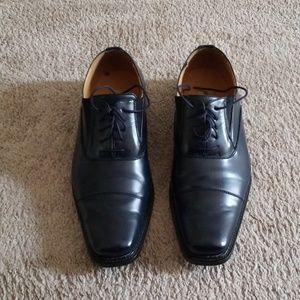 Mens square toe dress shoe.